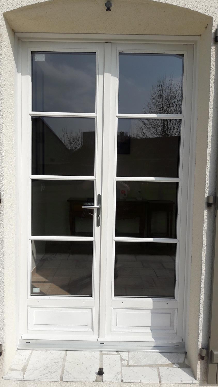 porte-fenetre-blanche-menuiserie-chevallier-freres-orleans-1