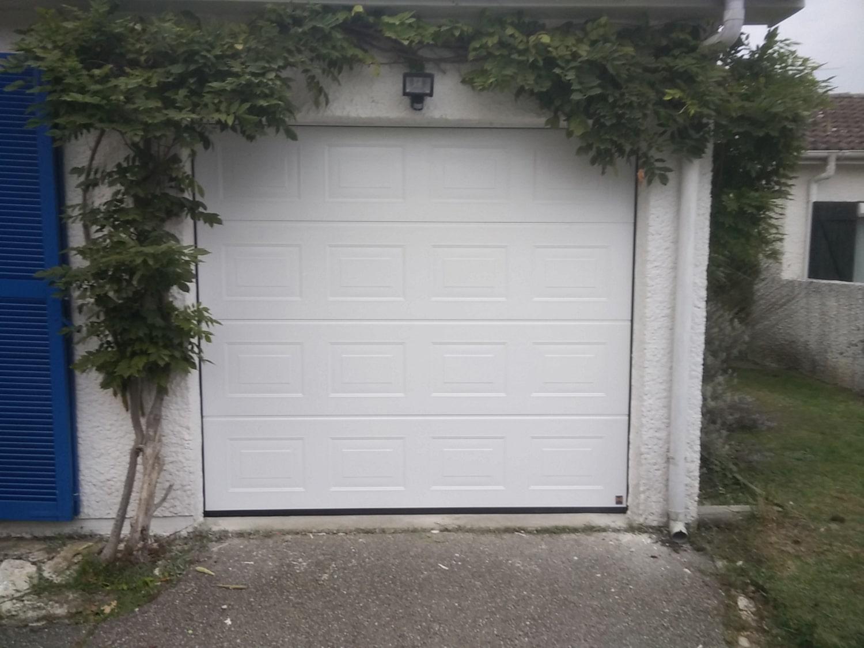 porte-garage-blanche-menuiserie-chevallier-freres-orleans-1